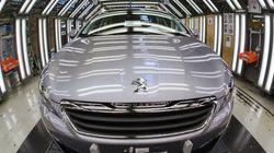 Une berline Peugeot en conduite automatisée prévue pour
