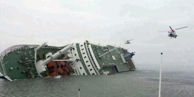 Naufrage Corée du sud: un an après, la présidente sud-coréenne promet de renflouer le ferry