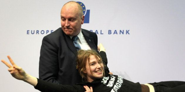 Josephine Witt: qui est l'ex-Femen qui a jeté des confettis sur Mario Draghi à la