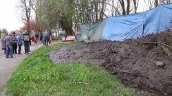 Un maire du Nord déverse de la boue sur un campement de