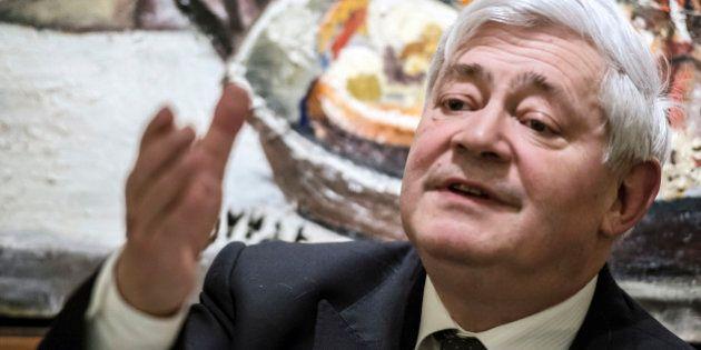 FN: Bruno Gollnisch renonce aux régionales et réclame un