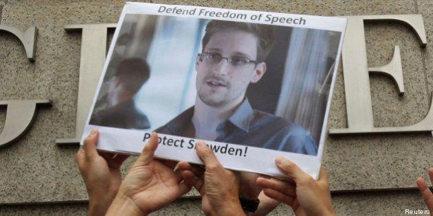 Snowden obtient l'asile temporaire... et une offre d'emploi pour le Facebook