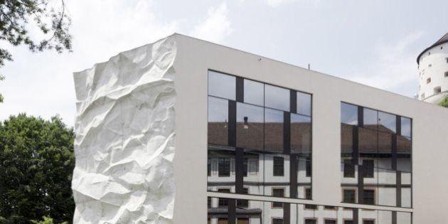 PHOTOS. Le mur d'un lycée en forme de feuille de papier
