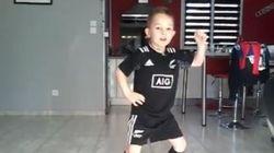 A 6 ans, ce petit fait un haka (qui a bien plu à Dan