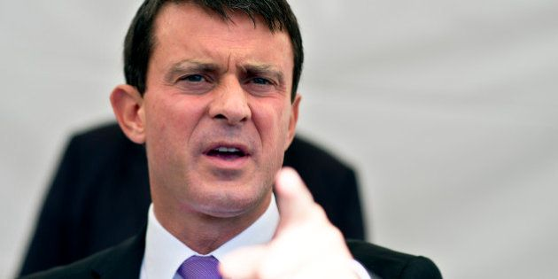 Roms: Valls hérisse la droite et la gauche après ses déclarations musclées, un pari