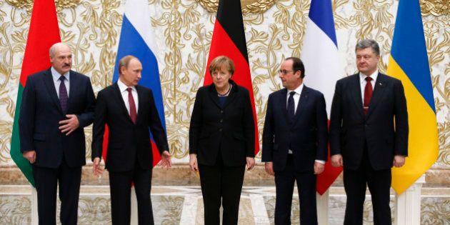 Sommet de Minsk sur l'Ukraine: Merkel, Hollande, Porochenko et Poutine trouvent un accord sur un