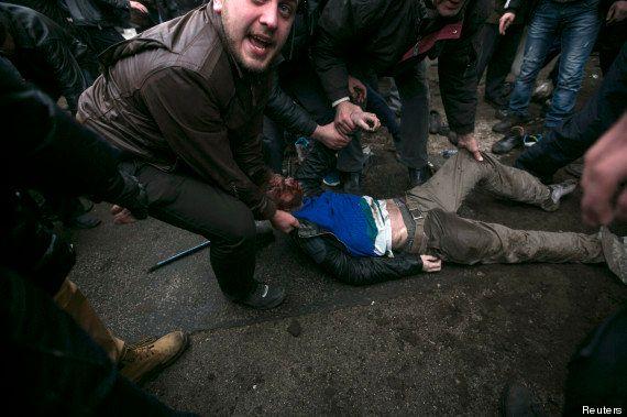 PHOTOS. Ukraine : les tensions entre pro et anti-russes se déplacent en Crimée, Poutine ordonne des manoeuvres