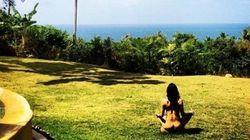 Michelle Rodriguez fait du yoga toute