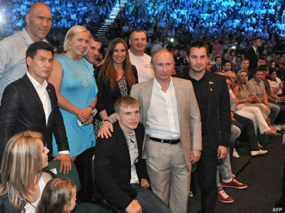 PHOTOS. Ukraine : le boxeur russe Nikolay Valuev arrive en Crimée pour