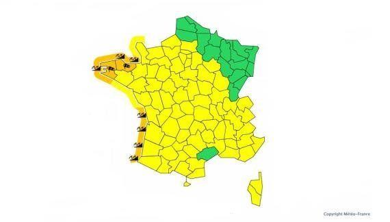 Météo: alerte au vent et vagues-submersion dans 7 départements bretons et du