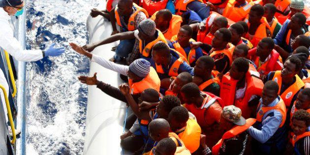 Ces particuliers qui essayent de sauver les migrants face à l'immobilisme de