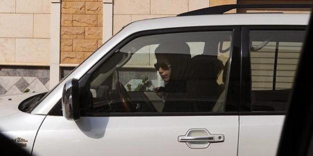 Arabie Saoudite : Une femme arrêtée et retenue à la frontière parce qu'elle conduisait une