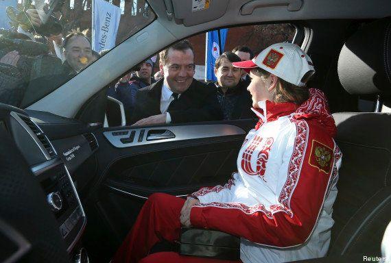 PHOTOS. Une voiture et une belle prime pour les médaillés russes à