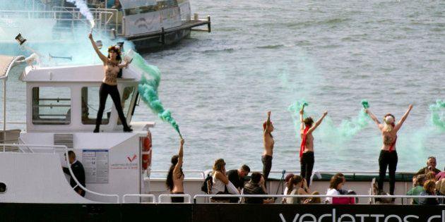 PHOTOS. Les Femen manifestent sur la Seine seins nus en soutien à