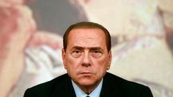 Les ministres du parti de Berlusconi remettent leur