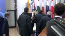 Le Premier ministre espagnol obligé de montrer son accréditation à