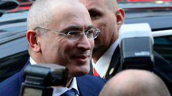 Mikhaïl Khodorkovski devant la presse à Berlin après 10 ans de