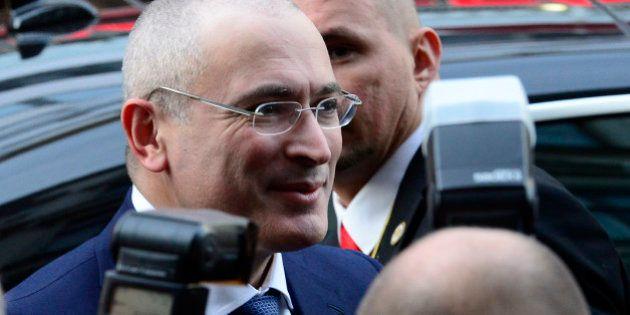 Russie: Mikhaïl Khodorkovski devant la presse à Berlin après 10 ans de