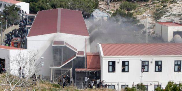 Lampedusa: le centre d'accueil de réfugiés vidé après une