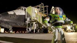 Buzz l'Éclair, fossile de T-rex et autres curiosités envoyées dans