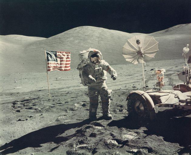 PHOTOS. Vente aux enchères d'une série de photos vintages de la NASA, dont le premier cliché de la Terre...