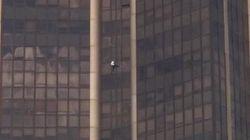 Le Spiderman français escalade la Tour Montparnasse en hommage au