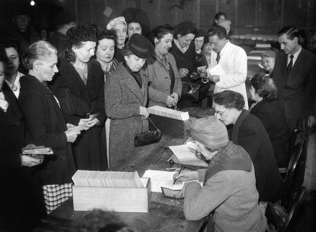 VIDÉOS. Le premier vote des femmes françaises, c'était il y a 70 ans lors d'élections