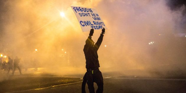 Baltimore: nouvelles violences malgré le couvre-feu, des milliers de militaires