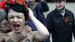 Des militantes Femen tentent une opération anti-Poutine en