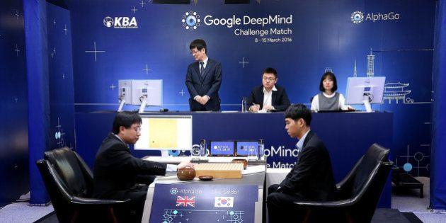 Le champion du monde du jeu de go perd la première manche face à l'ordinateur AlphaGo de