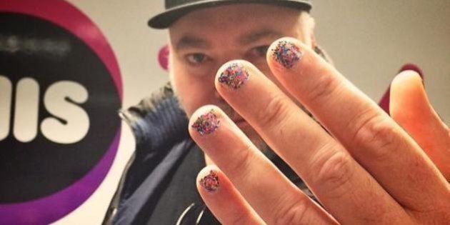 Bruce Jenner: des hommes se vernissent les ongles en guise de