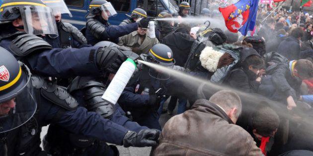 PHOTOS. Manif pour tous: des gaz lacrymogènes tirés, Valls met en cause les