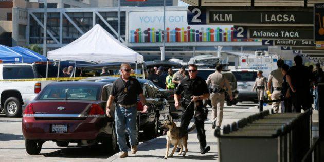 Le tireur de la fusillade de l'aéroport de Los Angeles plaide non