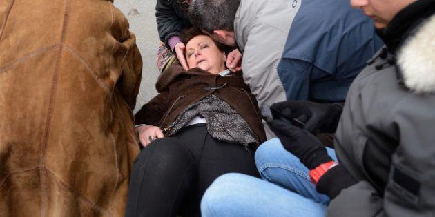 PHOTOS. Christine Boutin et les lacrymos : l'image qui indigne les anti-mariage gay et amuse les
