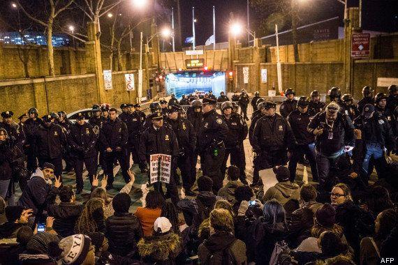 PHOTOS. Mort d'Eric Garner : manifestations à New York après la non inculpation d'un policier blanc impliqué...