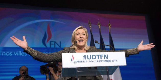 Marine Le Pen mise sur les professeurs pour les