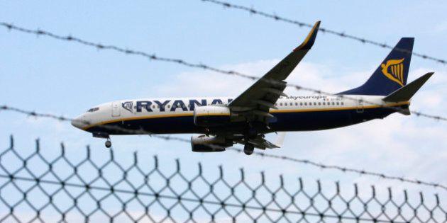 Travail dissimulé: Ryanair condamné à payer une amende de 200.000 euros et à près de 10 millions d'euros...