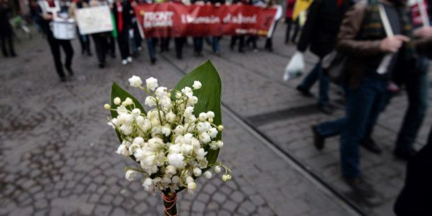 EN DIRECT. Fête du travail 2015 : suivez les défilés du 1er mai du Front national et des