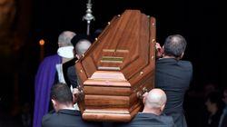 PHOTOS. Les obsèques de Michel Delpech à Paris, en présence de nombreux fans et