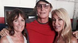 Les ex-femmes de Bruce Jenner posent avec lui en signe de