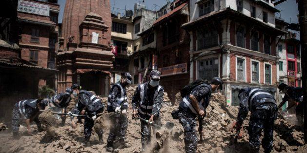 Séisme au Népal: un survivant de 101 ans retrouvé sous les