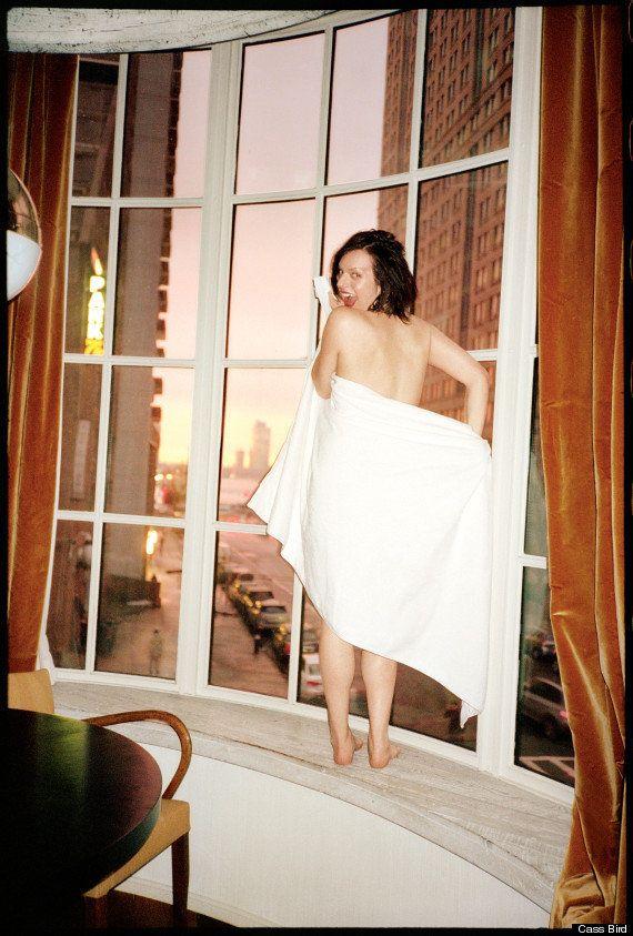 PHOTOS. Elisabeth Moss topless pour le