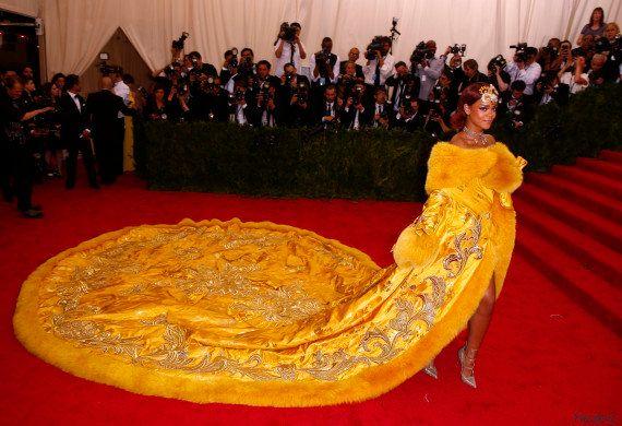 PHOTOS. MET Gala 2015: Rihanna et sa robe n'avaient aucune chance d'échapper aux