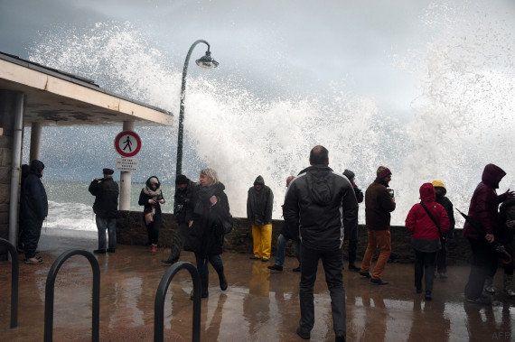 PHOTOS. Grandes marées spectaculaires dans l'Ouest, pas d'incident
