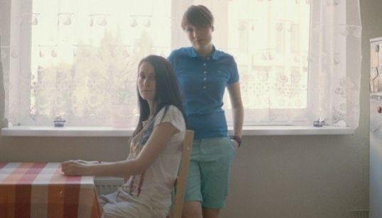 Des couples lesbiens posent dans la Russie anti-gay de