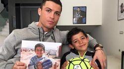 Cristiano Ronaldo pose avec son fils (pour la bonne