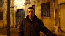 Mickaël, jeune SDF, présente son CV en