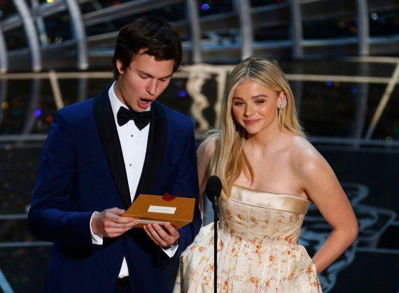 Ansel Elgort aux Oscars 2015: une photo avec sa maman devient la plus