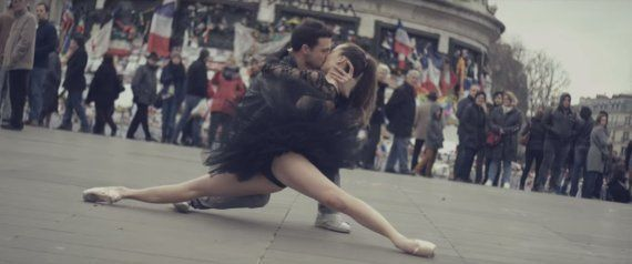 VIDÉO. De la danse et des baisers dans les rues de Paris pour un projet dirigé par Redha