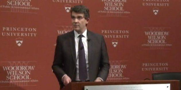 Arnaud Montebourg à Princeton: il récuse le nom de Superman et prédit une catastrophe pour le